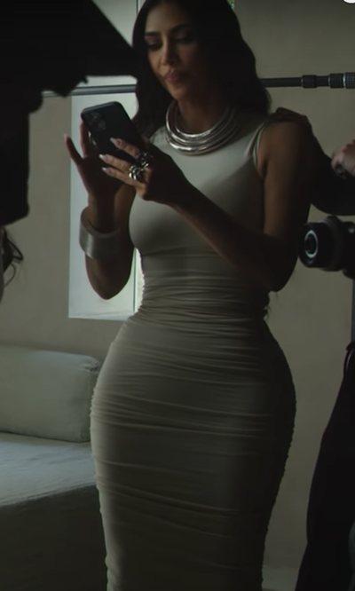 Kim Kardashian y cómo vestirse en armonía con su mansión