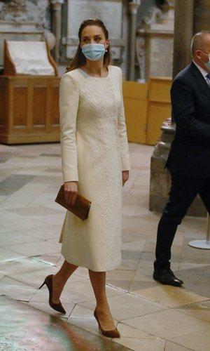 El abrigo de Kate Middleton perfecto para las novias más discretas