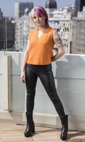 Alba Reche también se decanta por los pantalones de vinilo para esta primavera