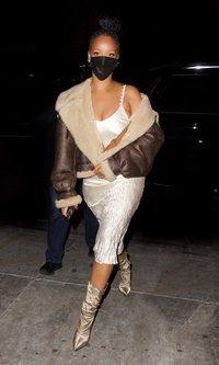 La extraña combinación de Rihanna: Ni frío ni calor en su look para salir a cenar