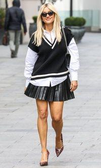 Ashley Roberts apuesta por un look de colegiala recién salida de 'Gossip Girl'