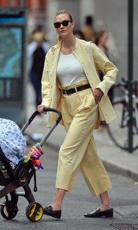 Karlie Kloss se suma a la lista de las mamás mas estilosas de Nueva York