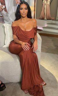 Kim Kardashian desvela en vestido que lucirá en los programas especiales de 'KUWTK'