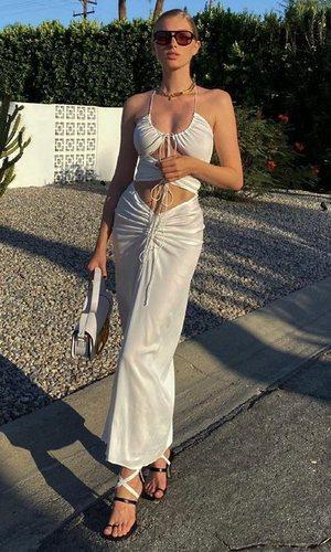 Elsa Hosk recupera la falda con la que acaparó todos los flashes en 2019
