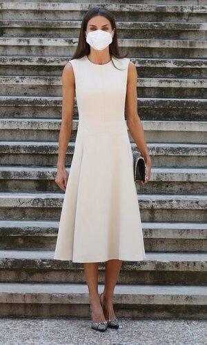La Reina Letizia recupera el vestido de Pedro del Hierro que tanto gustó en 2019